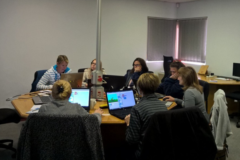 Removing the daunting task of teaching with technology in the classroom